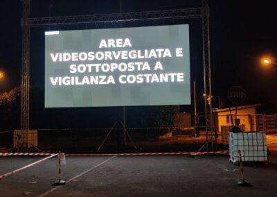 DRIVE IN DRIVEIN CINEMA ALLO APERTO EVENTI AUDIO VIDEO LUCI NOLEGGIO BRESCIA APPARECCHIATURE TECNICHE DIFFUSIONE AUDIO RADIO VIDEO WALL LEDWALL PELLICOLE FILM EFFETTI SPECIALI MEGA SCHERMO PIATTAFORMA WEB BIGLIETTAGGIO STREET FOOD VIDEO AFTER SHOW ADDETTI PARCHEGGIATORI